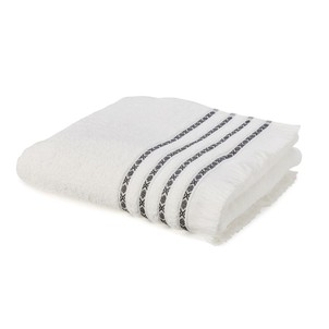 Choisissez Dailywash, le meilleur pressing blanchisserie pour votre serviette de bain (grande) à Aix-en-Provence !