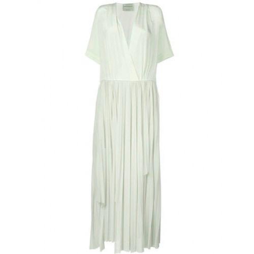 Profitez des services de Dailywash, le meilleur pressing pour votre robe plissée à Aix