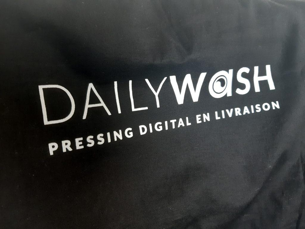 Dailywash, votre pressing à Aix-en-Provence, collecte votre linge dans des sacs éco-responsables réutilisables