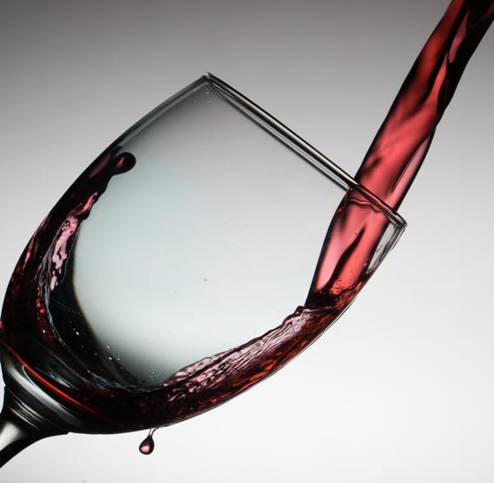 nettoyer simplement une tâche de vin grâce à Dailywash votre pressing à Aix-en-Provence