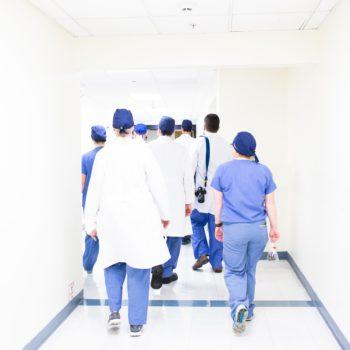Professions médicales et paramédicales, adoptez Dailywash pour le nettoyage de votre linge à Aix-en-Provence !
